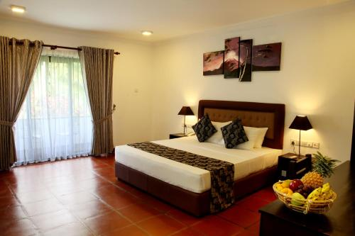 A bed or beds in a room at Oreeka - Katunayake Airport Transit Hotels