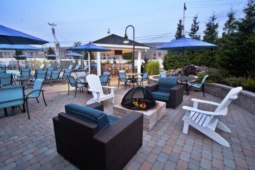 A restaurant or other place to eat at Hampton Inn & Suites - Cape Cod / West Yarmouth