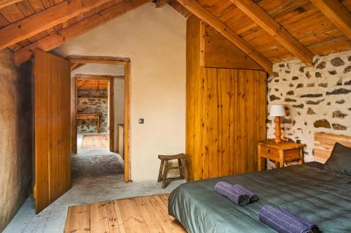 A bed or beds in a room at Guest House Podkovite