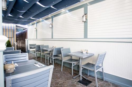 A restaurant or other place to eat at Ocean Park Hotel