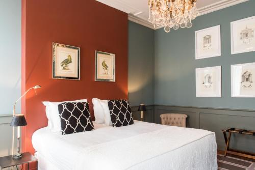A bed or beds in a room at Le Clos d'Emile Bordeaux