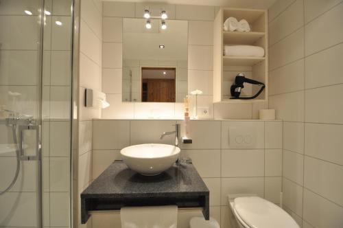 A bathroom at Snooze Apartments
