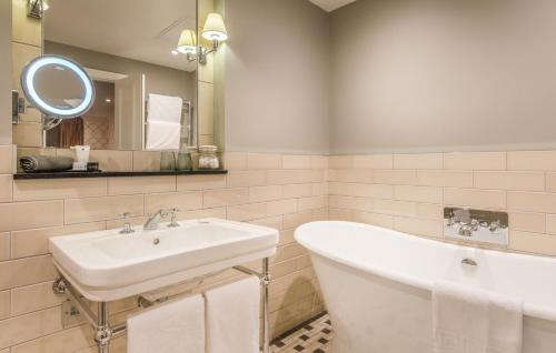 A bathroom at King Street Townhouse