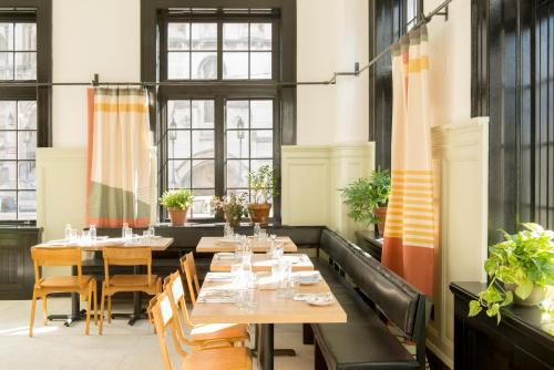 A restaurant or other place to eat at Ace Hotel Pittsburgh