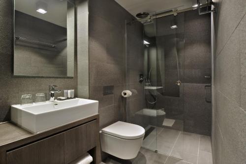 Een badkamer bij Amsterdam Forest Hotel