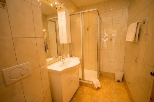 A bathroom at Flachauer Bergkristall