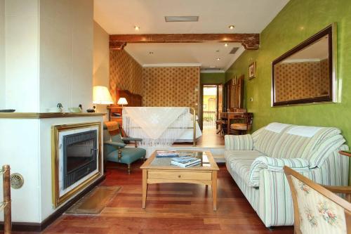 A kitchen or kitchenette at Hotel Alabardero