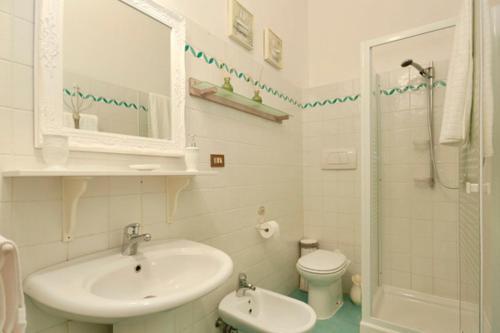 Un baño de Emy Guest House