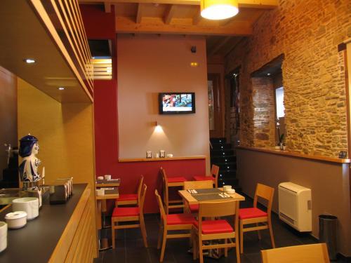 Un restaurante o sitio para comer en Hotel Rolle