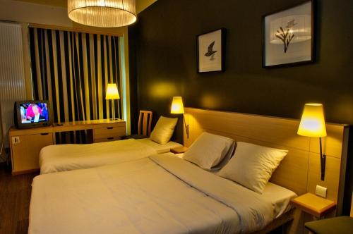 A bed or beds in a room at Hotel Aviation