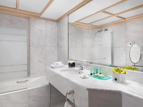 Ένα μπάνιο στο NJV Athens Plaza