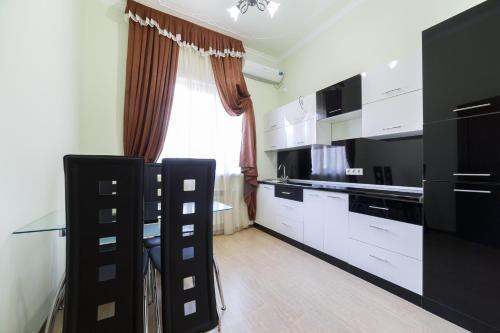 Кухня или мини-кухня в Райский Уголок