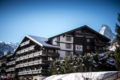 Wellness Hotel Alpenhof during the winter