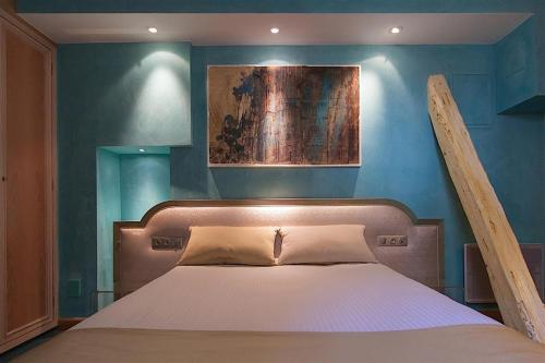 A bed or beds in a room at Hotel Cathédrale