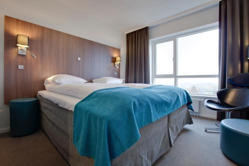 A bed or beds in a room at Park Inn by Radisson Copenhagen Airport