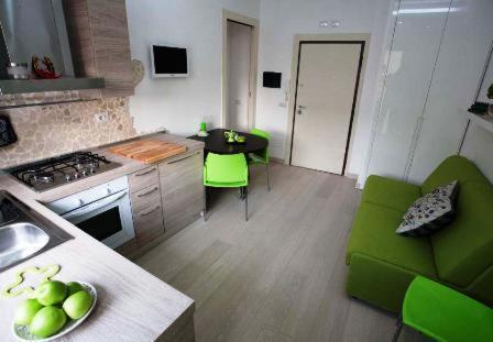 A kitchen or kitchenette at La Finestra Su Roma
