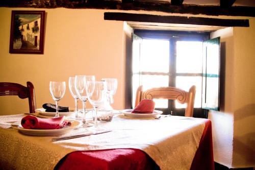 A restaurant or other place to eat at TUGASA Hotel Castillo de Castellar