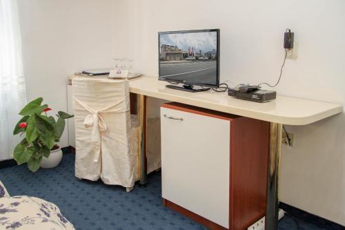 A television and/or entertainment centre at Hotel Villa Neretva - Metković