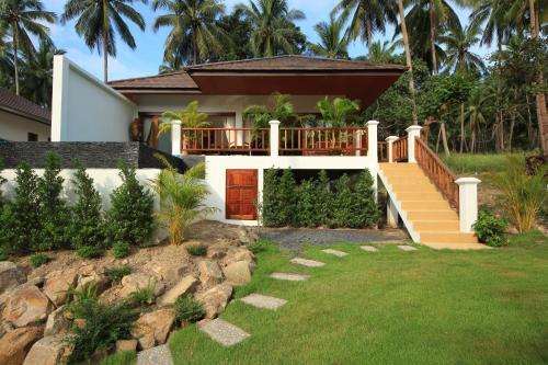 Ein Garten an der Unterkunft Tropical Season Villa Resort