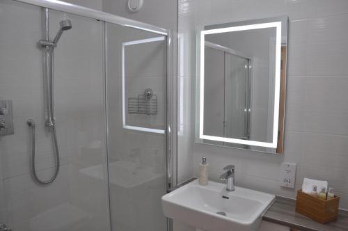 A bathroom at Westgate Apartments Birchlee