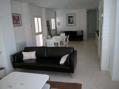 A seating area at Apartamentos Taifas