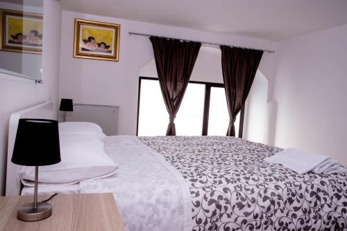A bed or beds in a room at B&B Il Tramontano