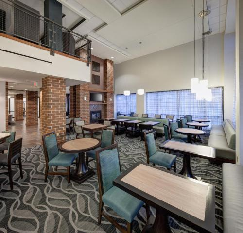 A restaurant or other place to eat at Homewood Suites by Hilton Omaha - Downtown