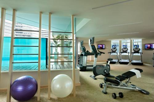 The fitness center and/or fitness facilities at Ascott Raffles Place Singapore