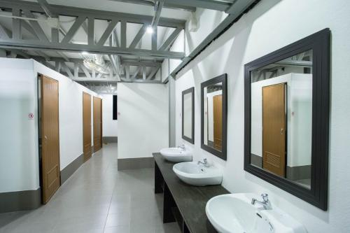 A bathroom at A Plus Hotel
