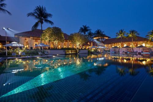 The swimming pool at or near Sofitel Singapore Sentosa Resort & Spa (SG Clean)