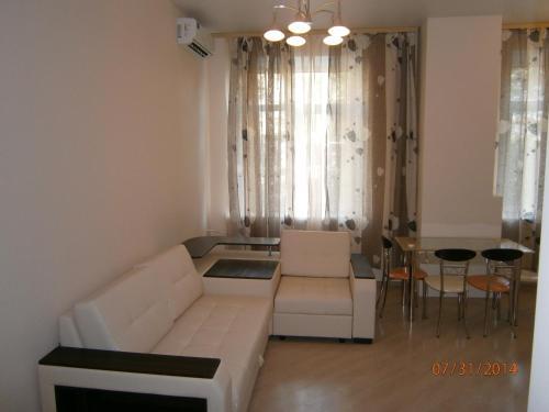 Гостиная зона в Leader NORD apartments at Smolenskaya