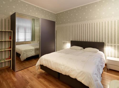 A bed or beds in a room at Residentie Kursaal