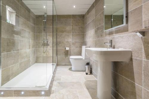 A bathroom at Glen Rothay
