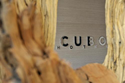 Ein Zertifikat, Auszeichnung, Logo oder anderes Dokument, das in der Unterkunft Hotel Cubo ausgestellt ist