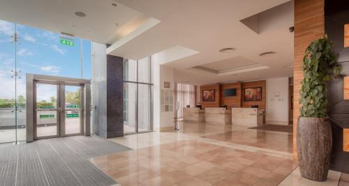 The lobby or reception area at Hilton Dublin Airport