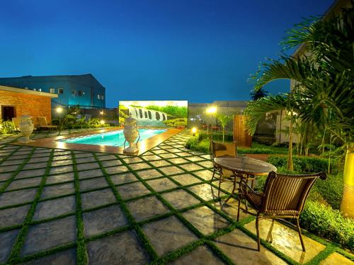 The swimming pool at or close to House of Splendor Boutique Hotel and Spa