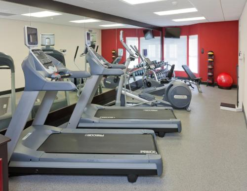 The fitness center and/or fitness facilities at Homewood Suites by Hilton Orlando-Nearest to Universal Studios