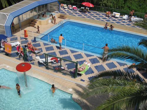 Vista de la piscina de Camping l'Alqueria o alrededores