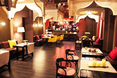 A restaurant or other place to eat at Shadow Boutique Hotel & Spa