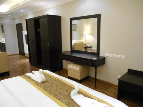 Um quarto em Shamaat Jeddah Aparthotel