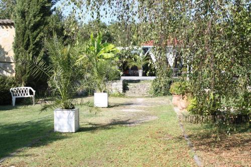 Jardin de l'établissement Le Domaine De La Lézardière B&B