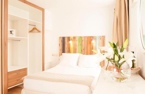 A bed or beds in a room at Casa de la Catedral