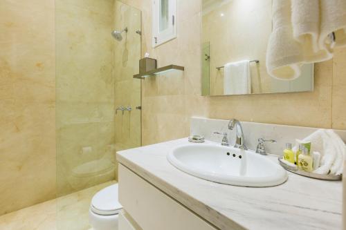 A bathroom at Casa La Cartujita