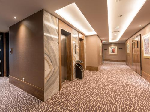The lobby or reception area at Hawthorn Suites by Wyndham Abu Dhabi City Center