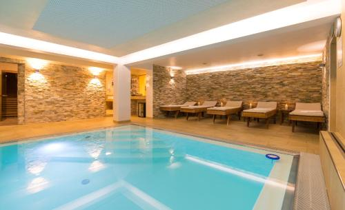 The swimming pool at or near Hotel Süd art
