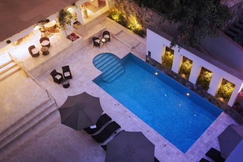 A view of the pool at Los Incas Lima Hotel or nearby