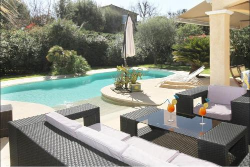 The swimming pool at or near Villa 58