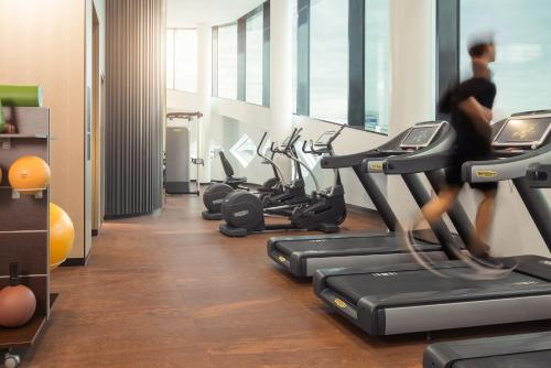 The fitness center and/or fitness facilities at Hilton Amsterdam Airport Schiphol