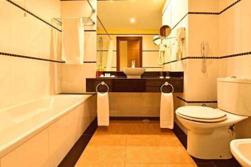 A bathroom at Pestana Sintra Golf Resort & SPA Hotel