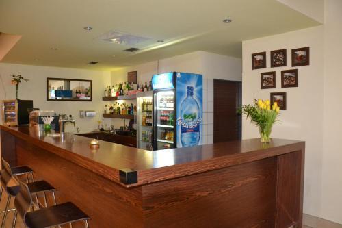 The lounge or bar area at Hotel Kolna